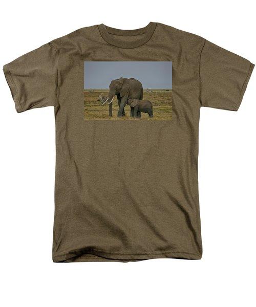 Feeding Time Men's T-Shirt  (Regular Fit) by Gary Hall