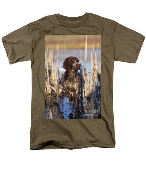 German Shorthair On Point -  D000897 Men's T-Shirt  (Regular Fit) by Daniel Dempster
