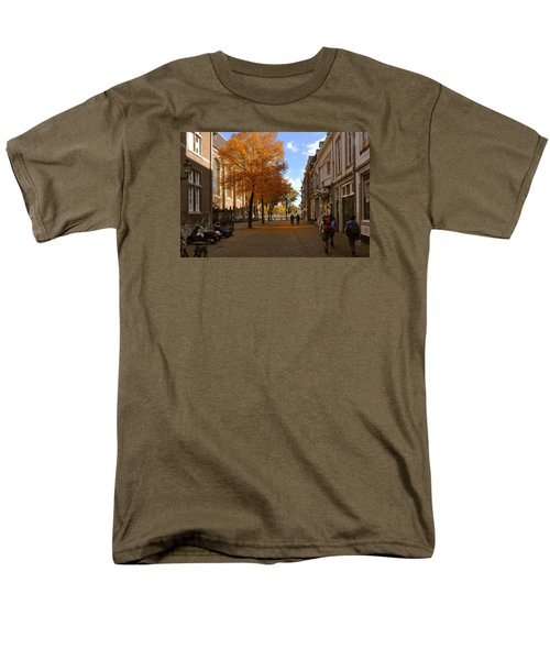 Little Lady Mary Square In October Maastricht Men's T-Shirt  (Regular Fit)