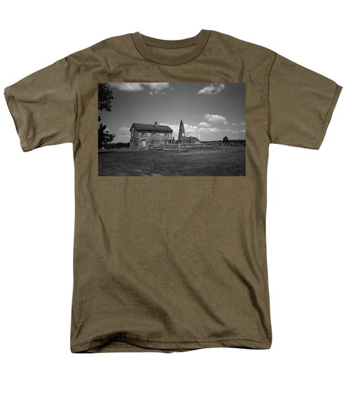 Men's T-Shirt  (Regular Fit) featuring the photograph Manassas Battlefield Farmhouse 2 Bw by Frank Romeo