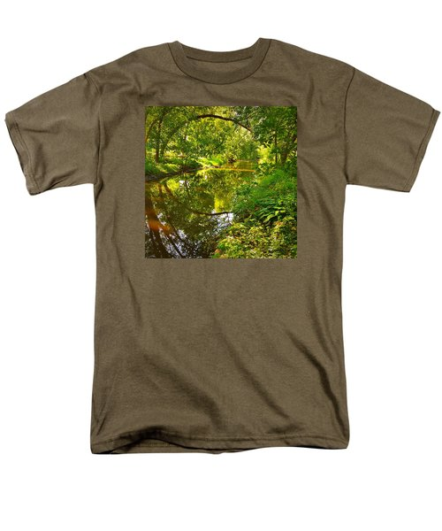 Minnesota Living Men's T-Shirt  (Regular Fit) by Lisa Piper