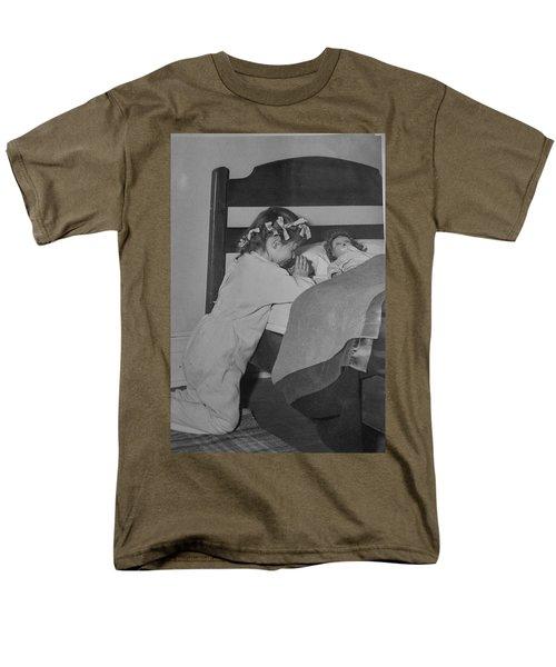 Praying Child Men's T-Shirt  (Regular Fit) by Lenore Senior