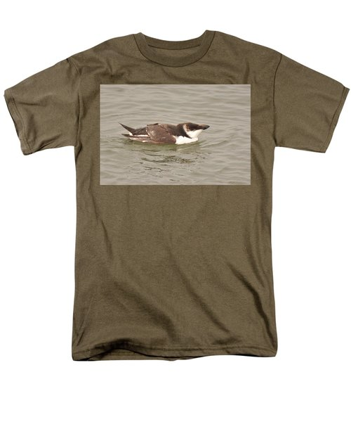Razorbill Men's T-Shirt  (Regular Fit) by Alan Lenk