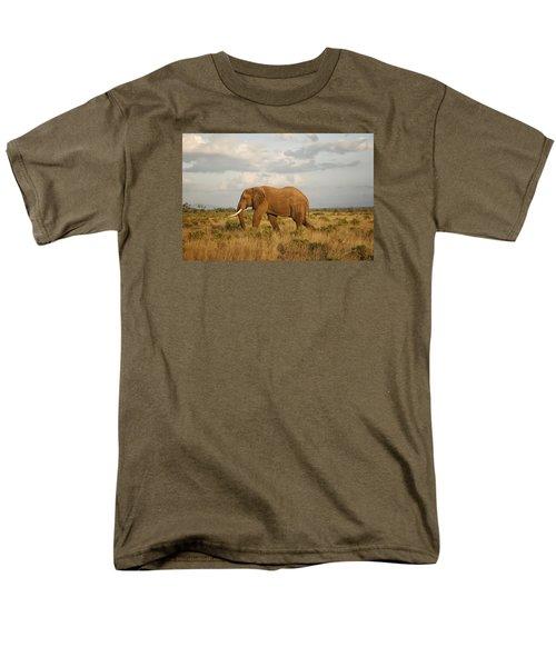 Samburu Giant Men's T-Shirt  (Regular Fit) by Gary Hall