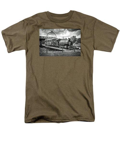 Savannah Central Steam Engine On Turn Table Men's T-Shirt  (Regular Fit)