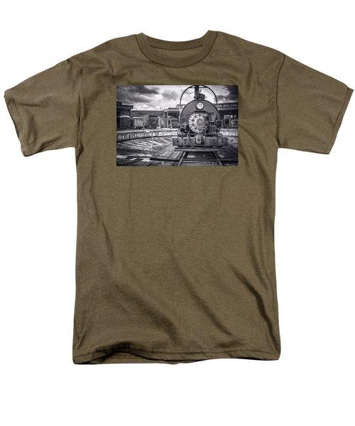 Savannah Central Train Yard Men's T-Shirt  (Regular Fit)