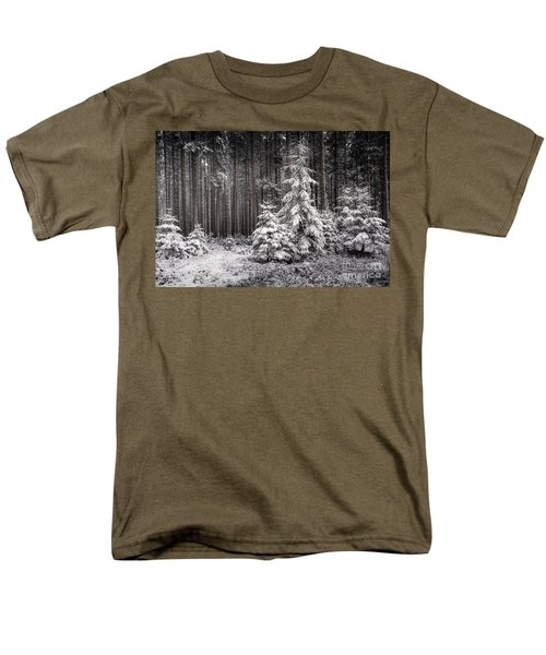 Men's T-Shirt  (Regular Fit) featuring the photograph Sheltered Childhood by Hannes Cmarits