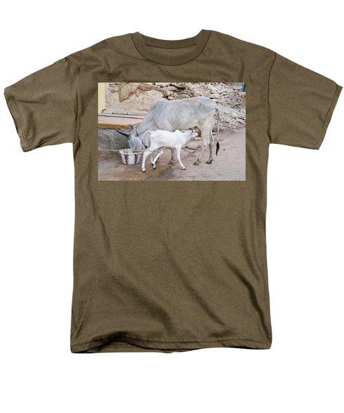 Skn 1654 Feeding Time Men's T-Shirt  (Regular Fit) by Sunil Kapadia