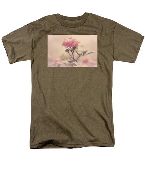 Snowy Day Of Roses Men's T-Shirt  (Regular Fit)