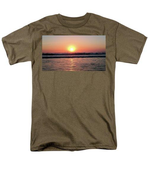 Splashing Men's T-Shirt  (Regular Fit) by Beto Machado