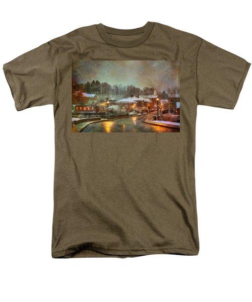 Spring Snow In Peterborough Nh Men's T-Shirt  (Regular Fit)