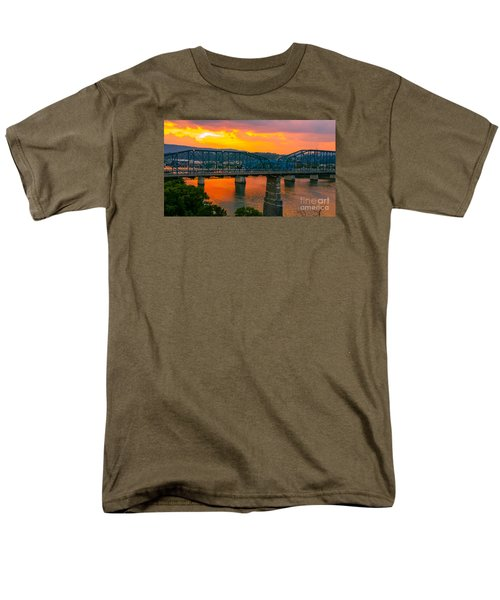 Men's T-Shirt  (Regular Fit) featuring the photograph Sunset In Chattanooga by Geraldine DeBoer
