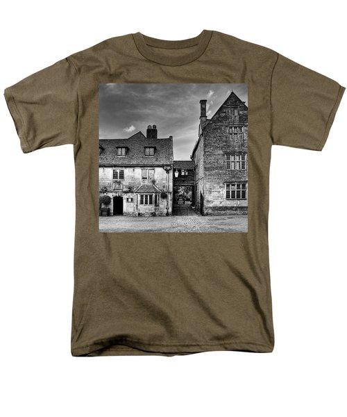 The Lygon Arms, Broadway Men's T-Shirt  (Regular Fit) by John Edwards
