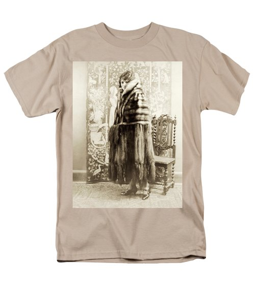 Men's T-Shirt  (Regular Fit) featuring the photograph Fashion Fur, 1925 by Granger
