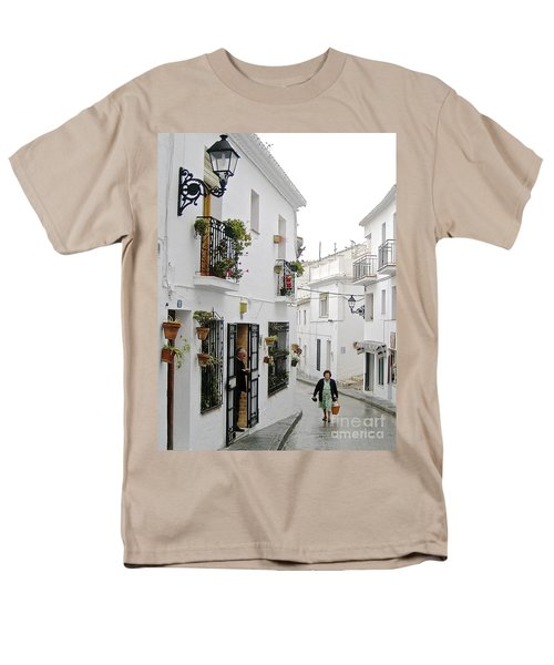 Men's T-Shirt  (Regular Fit) featuring the photograph Dinner Delivery by Suzanne Oesterling