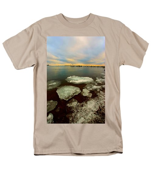 Men's T-Shirt  (Regular Fit) featuring the photograph Hanging On by Amanda Stadther
