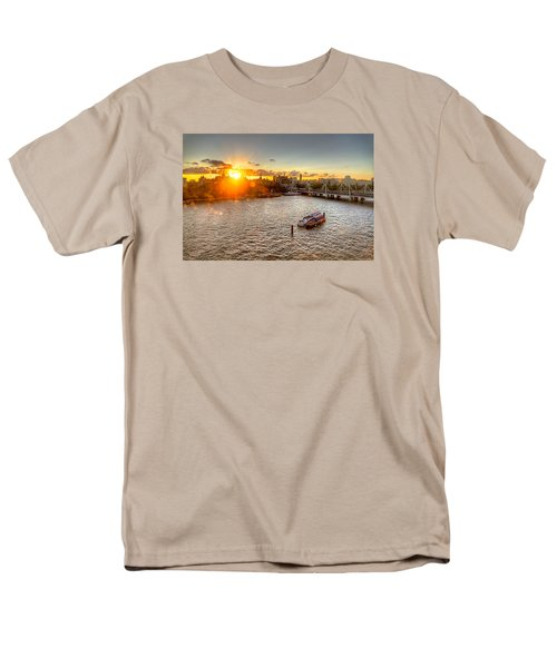 Sunset On The Thames Men's T-Shirt  (Regular Fit) by Tim Stanley