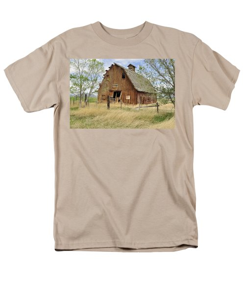Men's T-Shirt  (Regular Fit) featuring the photograph the Barn  by Fran Riley