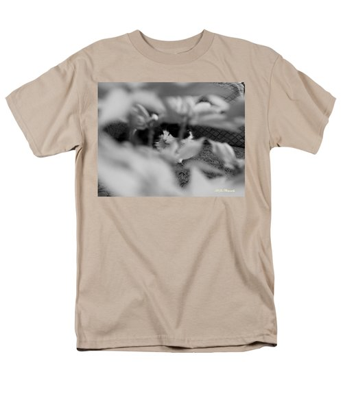 Men's T-Shirt  (Regular Fit) featuring the photograph Find The Kitty by Jeanette C Landstrom