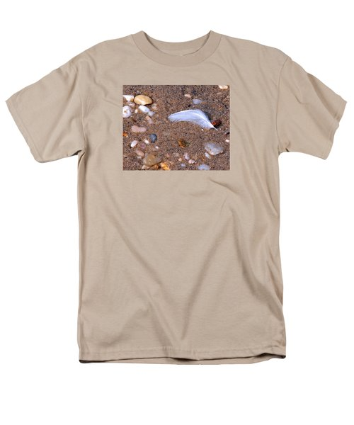 Men's T-Shirt  (Regular Fit) featuring the photograph Alone Among Strangers by Lynda Lehmann