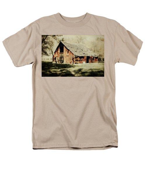Beckys Barn 1 Men's T-Shirt  (Regular Fit)