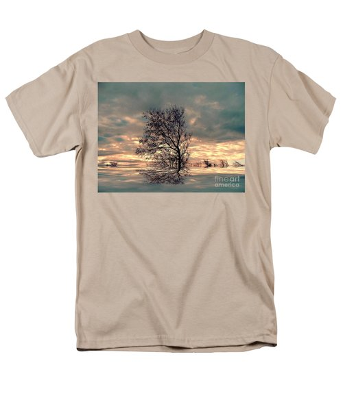 Men's T-Shirt  (Regular Fit) featuring the photograph Dusk by Elfriede Fulda