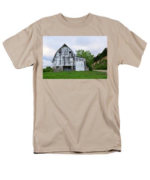 Mcgregor Iowa Barn Men's T-Shirt  (Regular Fit) by Kathy M Krause