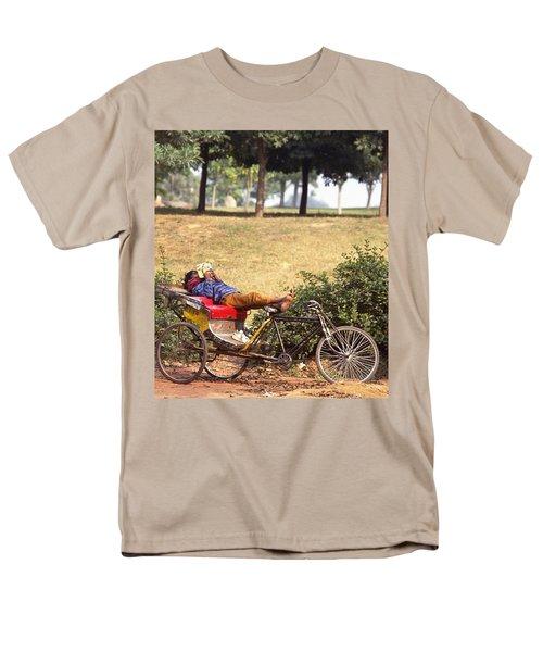Rickshaw Rider Relaxing Men's T-Shirt  (Regular Fit)