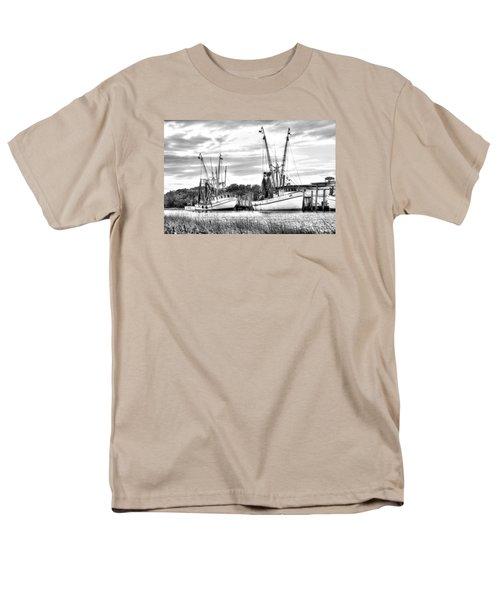 St. Helena Shrimp Boats Men's T-Shirt  (Regular Fit)
