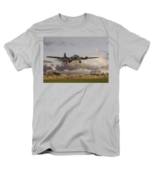 B17- 'airborne' Men's T-Shirt  (Regular Fit) by Pat Speirs