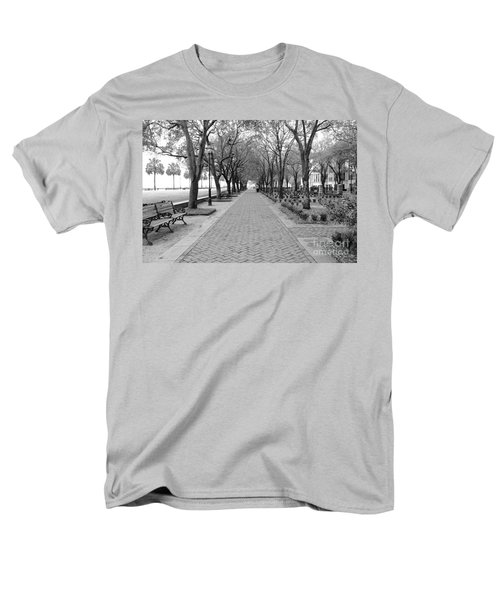 Charleston Waterfront Park Walkway - Black And White Men's T-Shirt  (Regular Fit)
