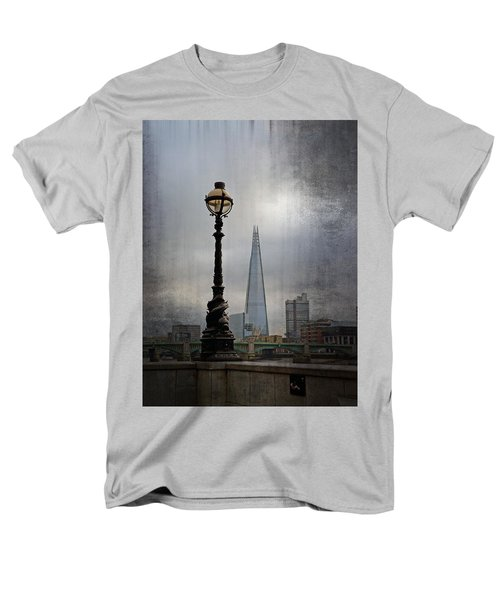 Dolphin Lamp Posts London Men's T-Shirt  (Regular Fit)