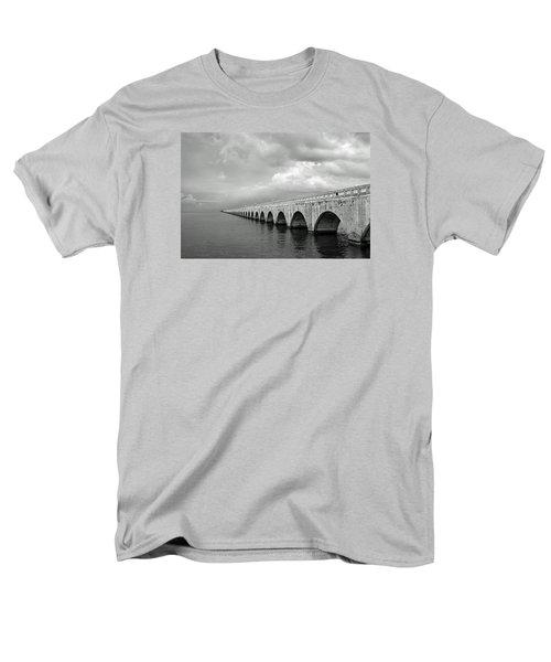 Florida Keys Seven Mile Bridge Black And White Men's T-Shirt  (Regular Fit)