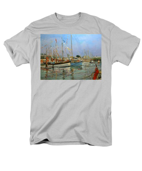 Old Gaffers  Yarmouth  Isle Of Wight Men's T-Shirt  (Regular Fit) by Jennifer Wright