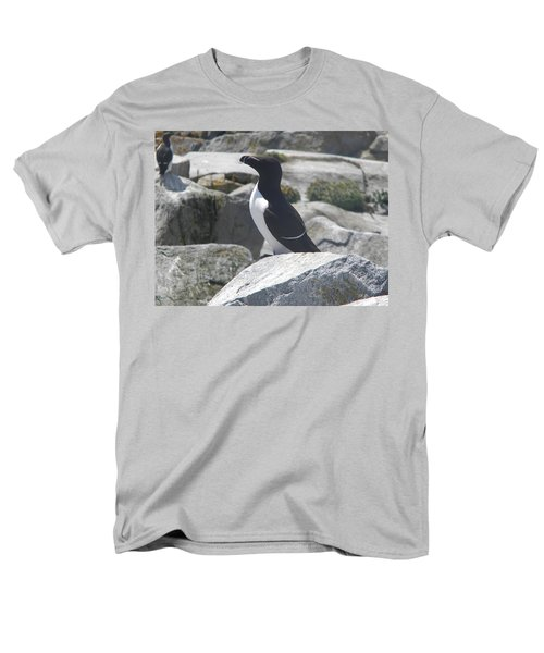 Razorbill Men's T-Shirt  (Regular Fit) by James Petersen