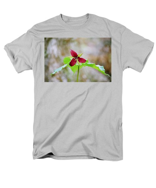 Red Trillium Men's T-Shirt  (Regular Fit) by David Porteus