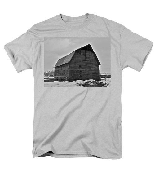 Men's T-Shirt  (Regular Fit) featuring the photograph Noble Barn by Eric Tressler