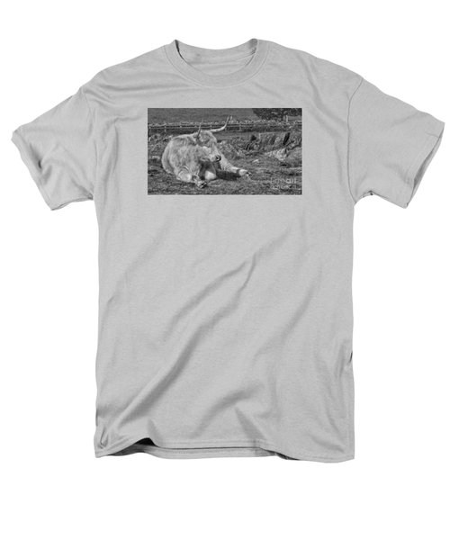 Men's T-Shirt  (Regular Fit) featuring the photograph A Resting Highlander by Linsey Williams