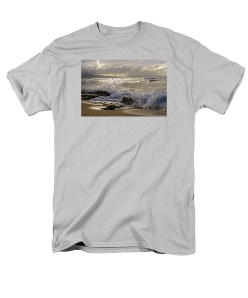 Men's T-Shirt  (Regular Fit) featuring the photograph Ho'okipa Beach Maui by Janis Knight