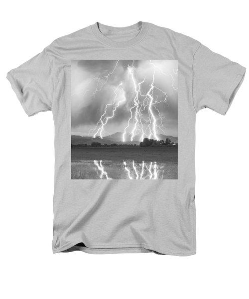 Lightning Striking Longs Peak Foothills 4cbw Men's T-Shirt  (Regular Fit)