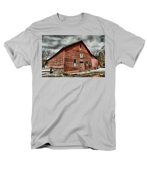 Men's T-Shirt  (Regular Fit) featuring the photograph Old Barn In Roslyn Wa by Jeff Swan