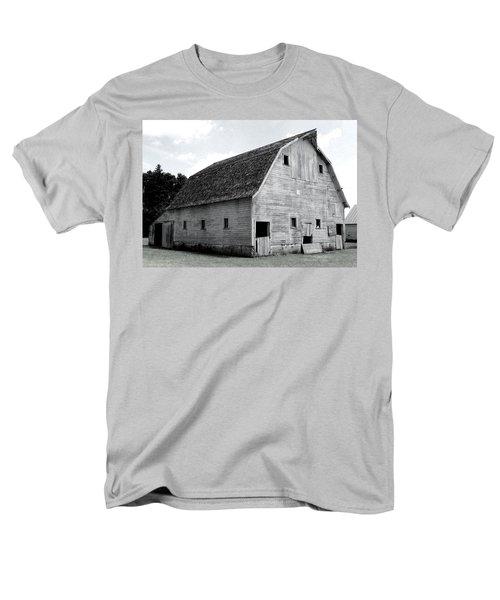 White Barn Men's T-Shirt  (Regular Fit)
