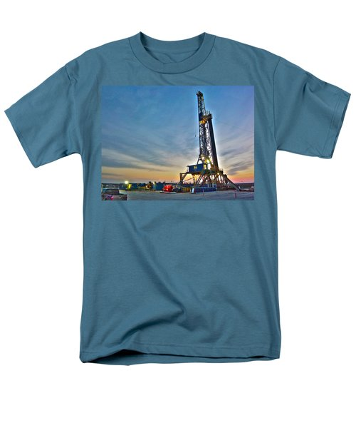 Men's T-Shirt  (Regular Fit) featuring the photograph Nabors Rig In West Texas by Lanita Williams