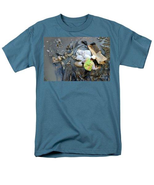 Working The Mud Men's T-Shirt  (Regular Fit)