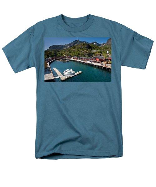 Nusfjord Fishing Village Men's T-Shirt  (Regular Fit)