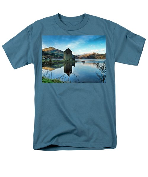 Castle On The Loch Men's T-Shirt  (Regular Fit)