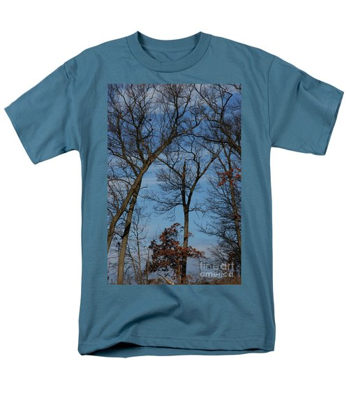 Men's T-Shirt  (Regular Fit) featuring the photograph Framed In Oak - 1 by Linda Shafer
