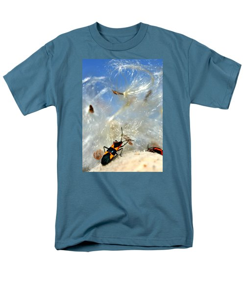 Large Milkweed Bug Men's T-Shirt  (Regular Fit)