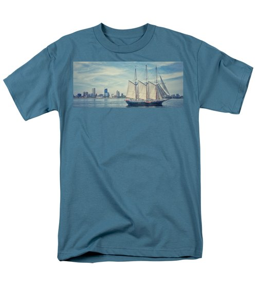 Milwaukee Schooner Men's T-Shirt  (Regular Fit)