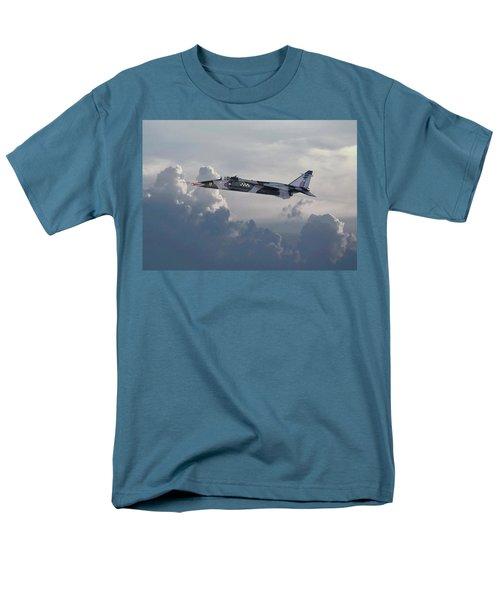 Men's T-Shirt  (Regular Fit) featuring the photograph Raf Jaguar Gr1 by Pat Speirs